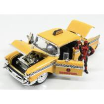 Chevrolet Bel Air sárga taxi 1957 és Deadpool figura szett 1:24