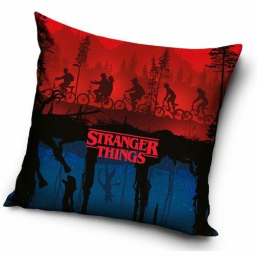 Stranger Things párnahuzat - In the woods